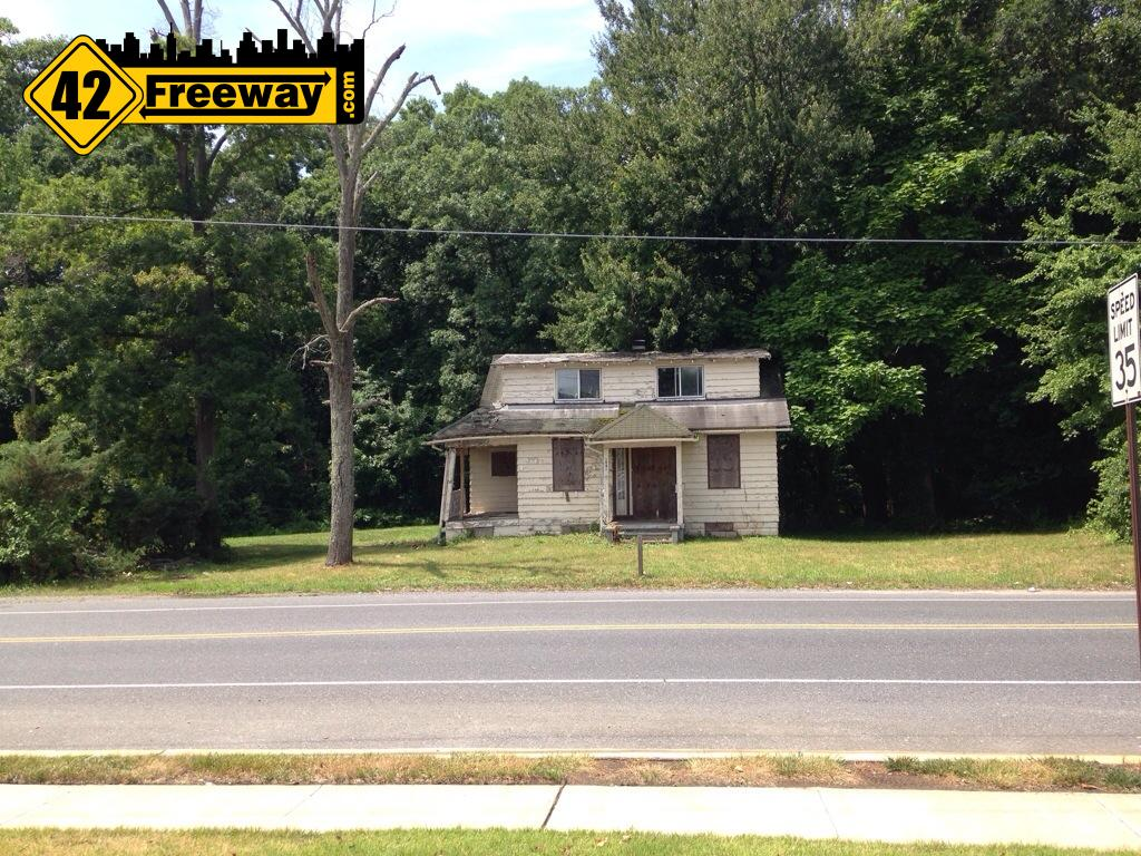 41 and County House: Old House and property