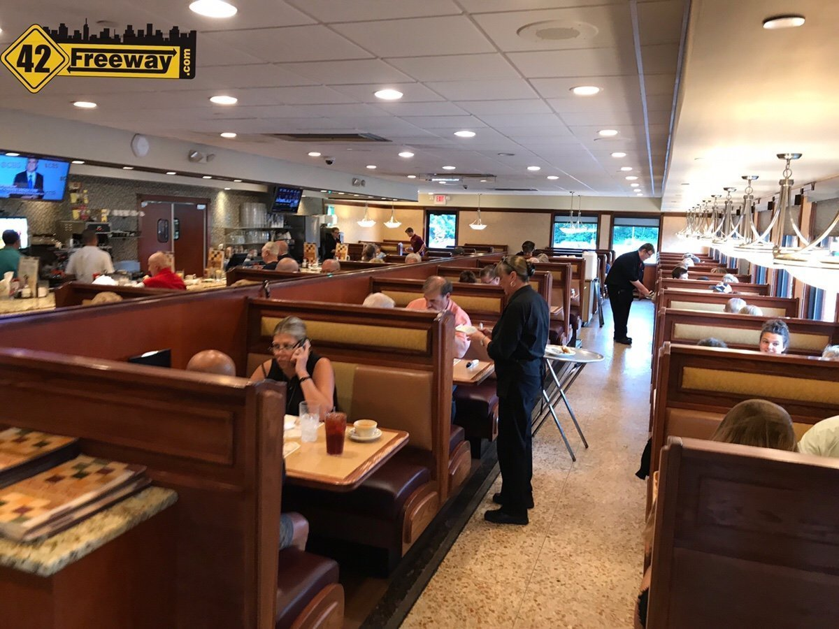 Seven Star Diner Reopens - Crowds are Already Back! - 42 Freeway