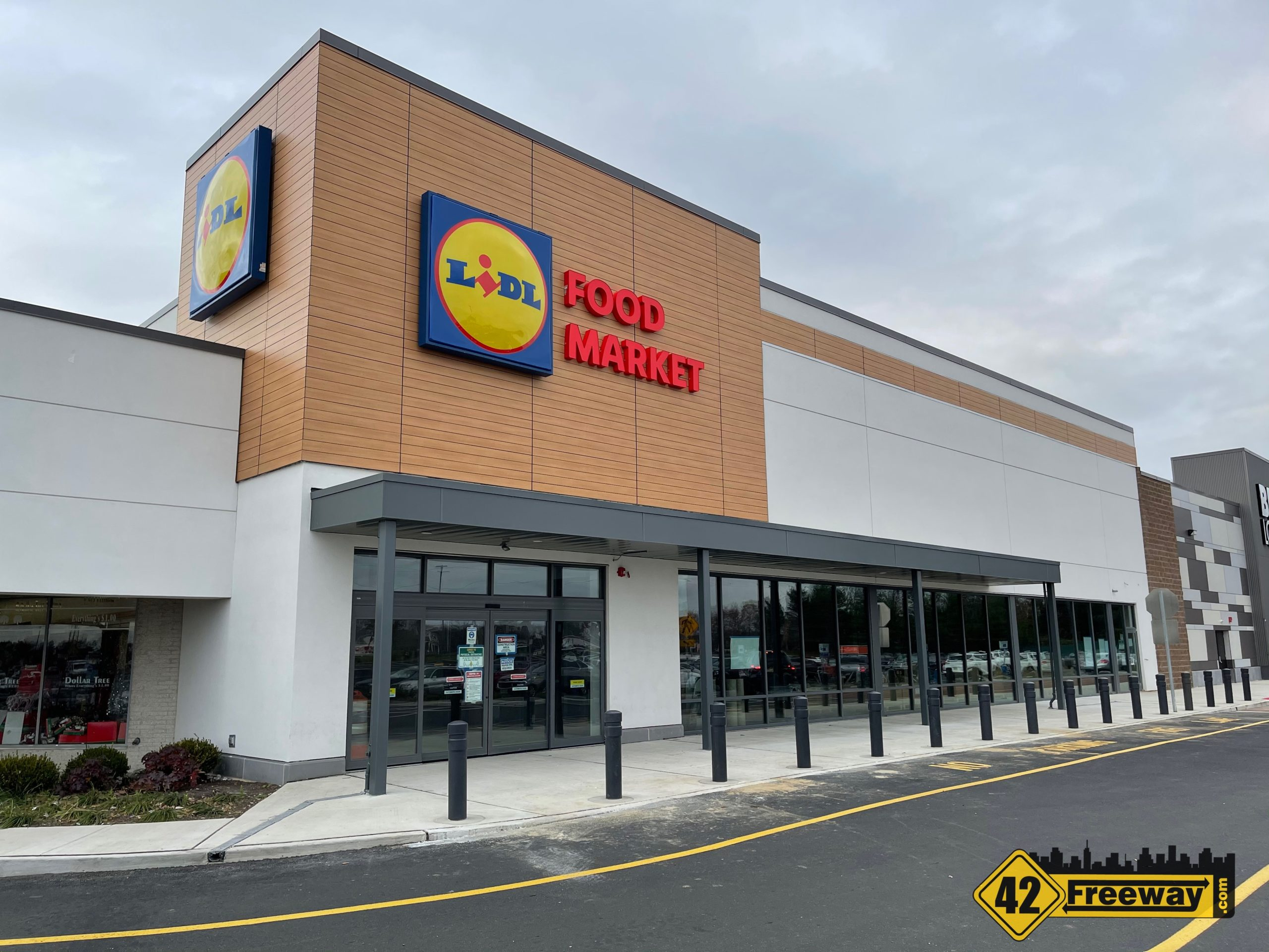 Glassboro LIDL: Sign Is Up!  Interior Work Has Started!  Now Hiring!  Plus Chipotle and Chase!